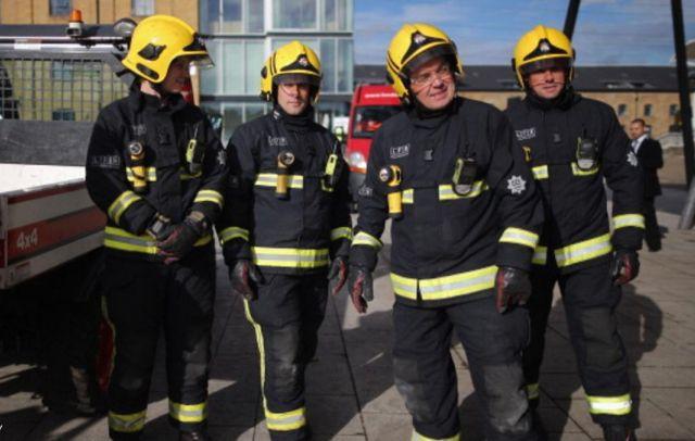لندن: إصابة 12 شخصا بإلقاء مادة حارقة في ملهى ليلي