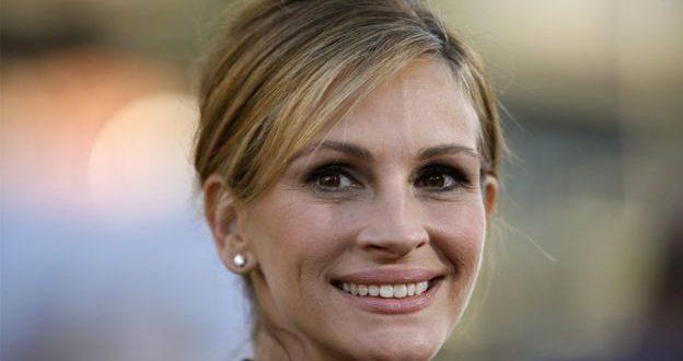 """مجلة أمريكية تمنح الممثلة جوليا روبرتس لقب """"أجمل امرأة"""" للمرة الخامسة"""