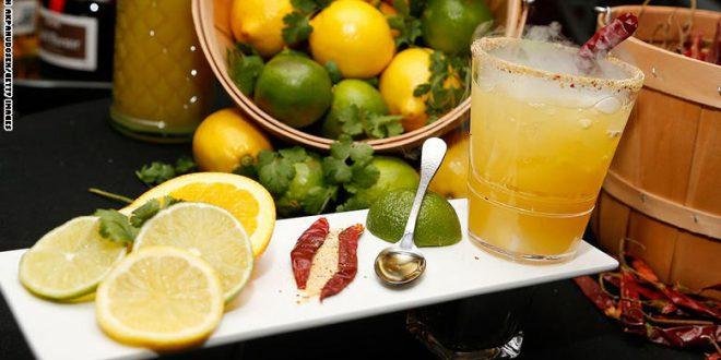 هل عصير الفاكهة مفيد أو مضر؟