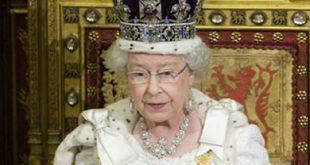 ملكة بريطانيا تقدم أموال «خميس العهد» لـ182 من كبار السن