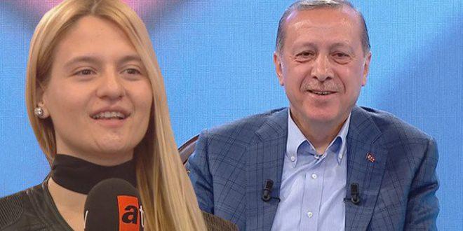 طالبة تُضحك أردوغان لدى سؤاله سؤالاً شخصياً