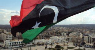 سفير بريطانيا لدى ليبيا يدعو للتركيز على إنقاذ الاقتصاد الليبي من الانهيار