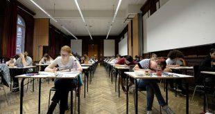 """توقيف طالب غش في الامتحان بطريقة """"عبقرية"""""""