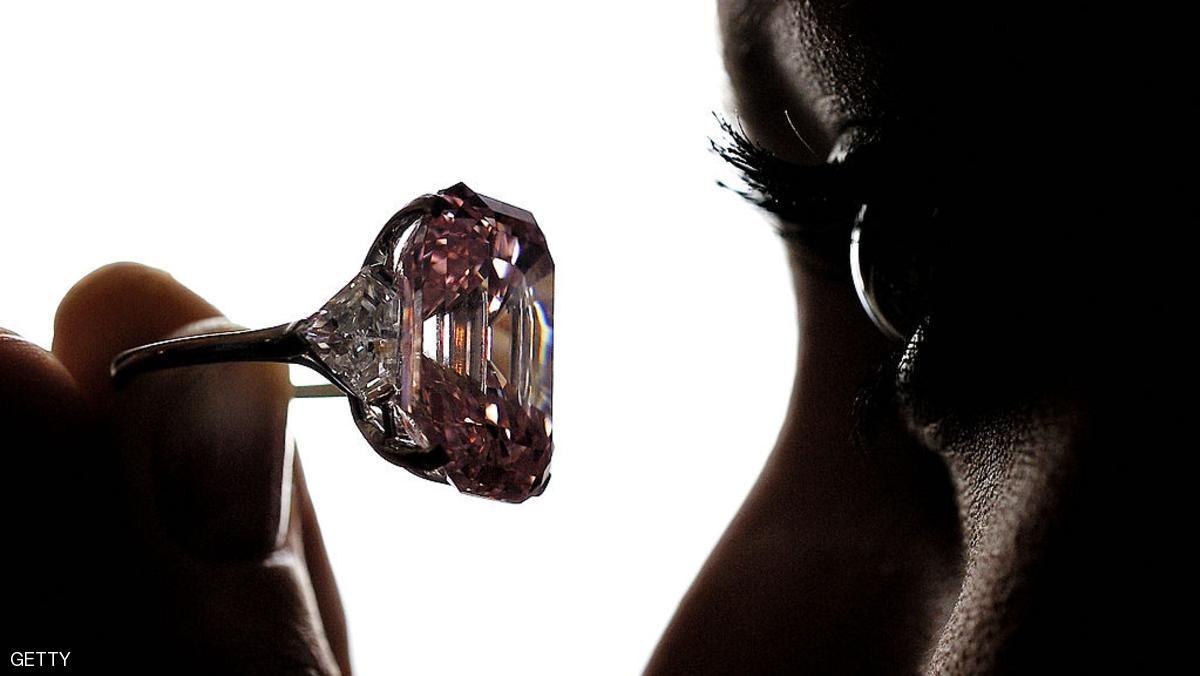 الماس الوردي.. الحجر الكريم المفضل للأثرياء حول العالم