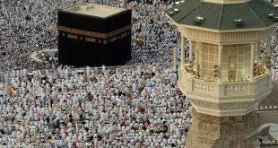 المسلمون يؤدون صلاة العيد بأول أيام الفطر