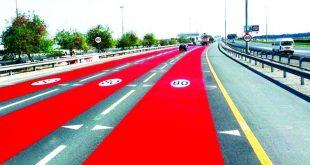 """""""طرق دبي"""" تصبغ شوارع تخفيض السرعة باللون الأحمر"""