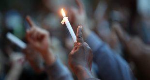 المئات يحتشدون قرب برج جرينفل فى لندن تكريماً لضحايا الحريق