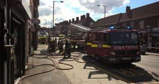 """حريق بشارع """"إدجور"""" يتسبب في إجلاء مئات الأشخاص من منازلهم"""