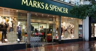 """""""ماركس أند سبنسر"""" في شرق لندن يمنع المشردين من النوم بجانب متجره """