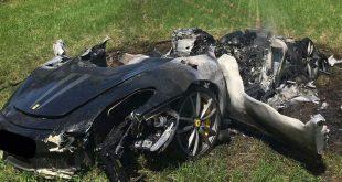 """نجاة سائق سيارة """"فيراري"""" بمعجزة من حادث مروع"""