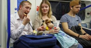 """لندن تسعى لحظر الركاب من تناول الطعام داخل """"مترو الأنفاق"""" بعد حظره في نيويورك"""