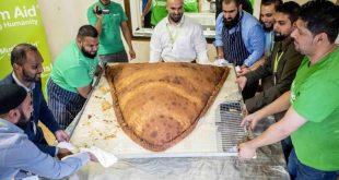 مسجد شرق لندن يُعد أكبر فطيرة بالعالم لتوزيعها على المشردين
