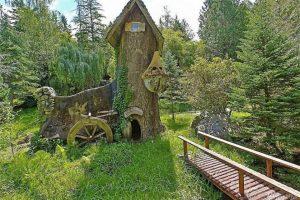 """بالصور: """"سنو وايت"""" منزل ريفي مكون من من أربع غرف نوم للبيع بمبلغ 750.000£"""