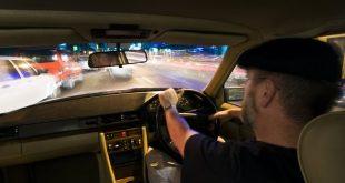 سائق سيارة أجرة يقتاد فتاتين إلى مركز الشرطة بسبب مبلغ 60p