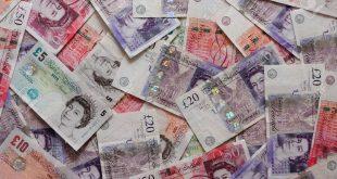 كيف تحافظ على أموالك إذا كنت في عطلة خارج المملكة المتحدة ؟