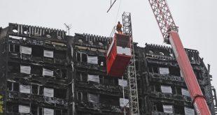 """البدء في تغطية """"برج غرينفيل"""" بعد أربعة أشهر من الحريق"""