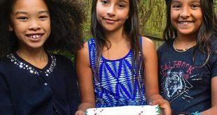 فتاة عمرها 10 سنوات تجمع 250£ لمساعدة الأطفال السوريين في مخيم للاجئين