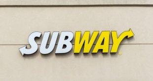 """العثور على دودة حية في طبق سلطة بمطعم """"Subway"""""""