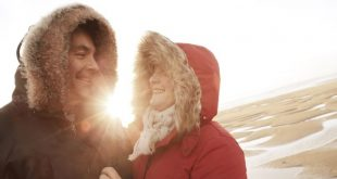 خبير بسرطان الجلد يحذر المتسوقين في عيد الميلاد من شمس الشتاء القاتلة