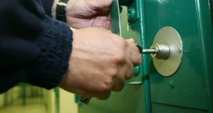 اقتراحات بتوصيل خدمة الإنترنت داخل السجون في بريطانيا