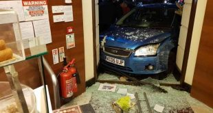 إصابة شخصين جراء اقتحام سيارة لمطعم مروش Maroush Bakehouse في شارع إيجور رود في لندن