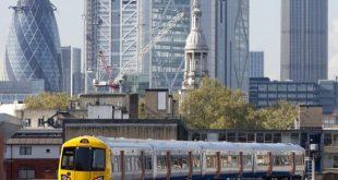 إطلاق خدمة مترو الأوفرغراوند الليلية في شرق لندن