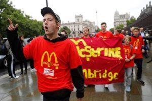 شركة ماكدونالدز البريطانية ترفع أجور عمالها بعد انتظار 10 سنوات