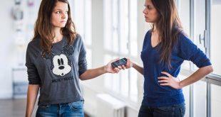 امرأة تتعرض لإنتقادات عديدة بسبب معاملتها الصارمة لابنتها المراهقة فهل تؤيد الأم ؟