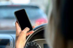 ماذا تفعل إذا تم إيقافك من قبل رجال الشرطة في الطريق أثناء القيادة؟