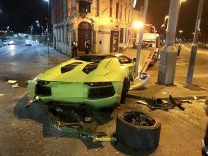 بالصور :تحطم سيارة لامبروغيني فخمة في حادث تصادم بالقرب من محطة قطار نوتنغهام
