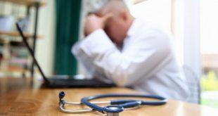 لماذا يترك الأطباء العمل في خدمة الصحة الوطنية في بريطانيا؟