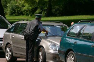 تعرف على الحقوق القانونية المتاحة لك عند تعرضك لمخالفة وقوف سيارة