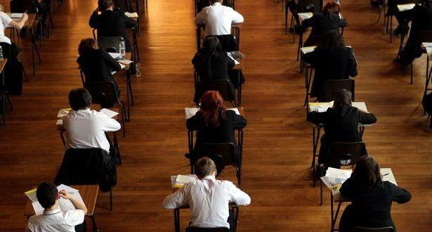 الآلاف من طلاب المدارس البريطانية يستخدمون أجهزة تكنولوجية عالية التقنية للغش في الامتحانات