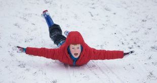 إغلاق أكثر من 1200 مدرسة في المملكة المتحدة بسبب الثلوج الشديدة .. هل مدرستك بينهم؟؟