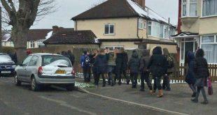 تهديدات بالقنابل لمئات المدارس في المملكة المتحدة تجبر الطلاب على إخلاء مدراسهم