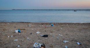 أكوام القمامة تغطي شواطئ بريطانيا ومتنزهاتها وريفها بعد عطلة نهاية الأسبوع