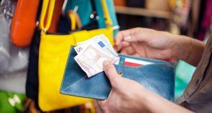 لماذا يجب عليك الدفع دائماً بالعملة المحلية في العطلات خارج بريطانيا؟