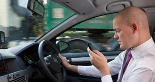 تحذيرات من إدمان البريطانيين إلى شاشات الهاتف المحمول أثناء القيادة