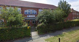 مدرسة بريطانية تحظر الطلاب من استخدام الهاتف المحمول وردود فعل غاضبة من الآباء