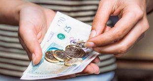 تعرف على أكثر الطرق شيوعاً لدى البريطانيين في إسراف أموالهم