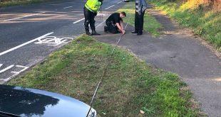 الشرطة توقف السائقين وتسحب رخصهم على الفور إذا لم يتمكنوا من قراءة لوحة أرقام على بُعد 20 متر !!