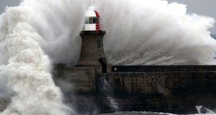 تحذيرات من إعصار خطير يجتاح بريطانيا برياح تبلغ سرعتها 80 ميل في الساعة