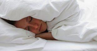 تعرف على نوع الملابس التي تساعدك على النوم أسرع بمدة 15 دقيقة