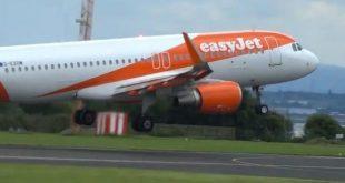 طيار من شركة إيزي جيت يجيب على جميع أسئلة الركاب