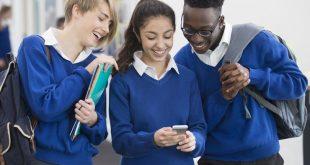 أولياء الأمور يطالبون بحظر التلاميذ من استخدام الهاتف المحمول في الفصول الدراسية