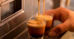 ما عدد أكواب القهوة التي يشربها البريطانيين في العام الواحد؟