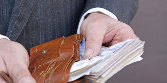 دراسة: واحداً من كل خمسة بريطانيين لا يحملون أموال نقدية معهم أثناء التسوق .. تعرّف على السبب..