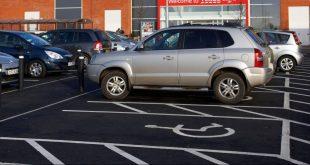 ضبط 100 ألف سائق مخالف يتوقفون بسياراتهم في الأماكن المخصصة للمعاقين في العام الماضي