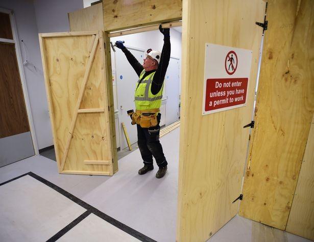 مستشفى تبلغ تكلفة بنائها 500 مليون جنيه استرليني تصبح مبنى مهجور بعد انهيار شركة البناء المسؤولة