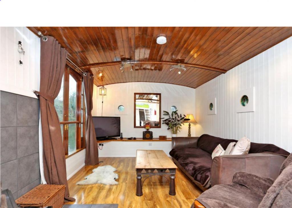 بالصور.. تعرّف على هذا المنزل العائم في هاونسلو